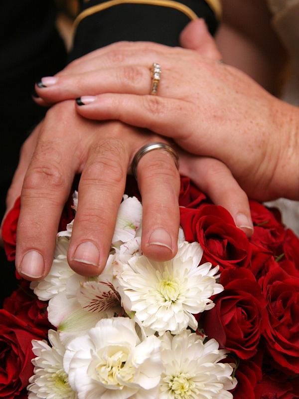 Wedding rings and boquet